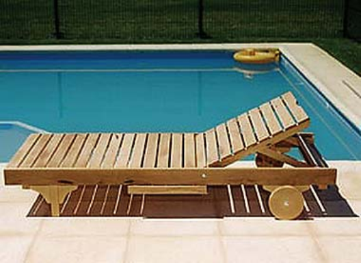 Reposeras de madera for Muebles para patios exteriores